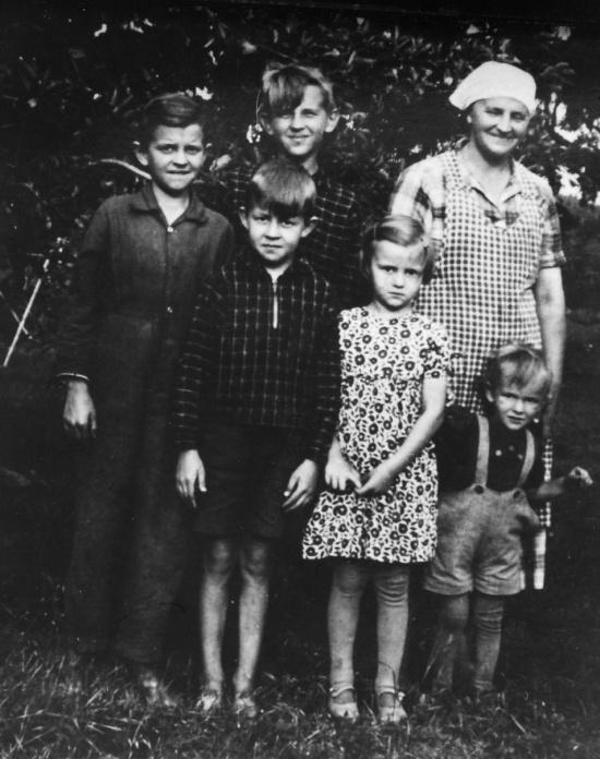 Amanda med sina barn 1940